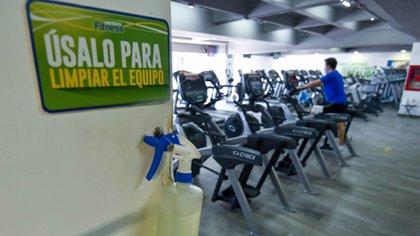 Este lunes abrieron sus puertas gimnasios en el Estado de México como parte de la reapertura de actividades culturales, deportivas y recreativas durante la contingencia por COVID-19 (Foto: Cuartoscuro)