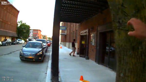 El dramático momento en que un policía le dispara a un ladrón sin saber que era un actor