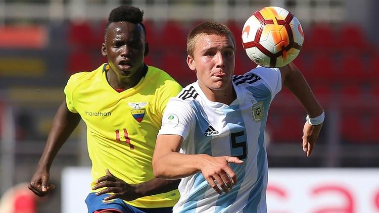Pedro de la Vega, pese a tener edad para disputar el próximo Sudamericano, fue convocado por Fernando Batista (AFP)