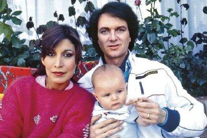 Lourdes Ornelas, Camilo Sesto y su hijo Camilín (Foto: Facebook @CamiloBlanes)