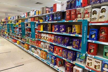FOTO DE ARCHIVO: Un supermercado Tesco en Hemel Hempstead, Reino Unido, 8 de abril de 2020. REUTERS/Paul Childs