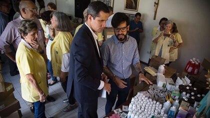 El gobierno interino de Juan Guaidó acordó el envío de 90 toneladas de ayuda humanitaria para Venezuela