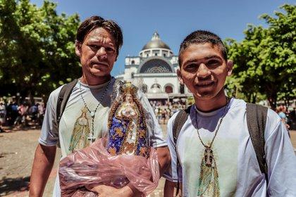 Peregrinos visitan la Basílica de Caacupé, con motivo de las festividades por el día de la Virgen, en Caacupé (Paraguay) (EFE/Nathalia Aguilar/Archivo)