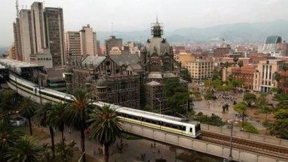 En los 125 municipios de Antioquia se aplicará toque de queda, ley seca y pico y cédula.
