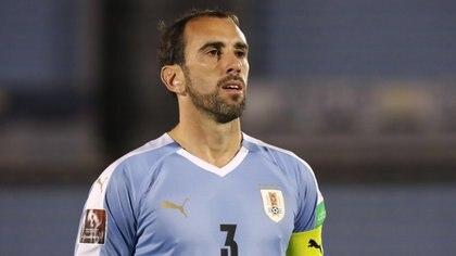 Diego Godín es el último en sumarse a la lista de contagios de la selección de Uruguay (REUTERS)