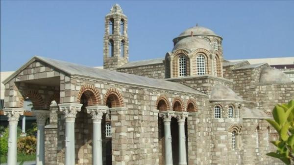 El templo fue erigido sobre otros, que quedó enterrado