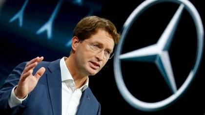 Ola Kaellenius, chairman de Daimler, en una presentación de un modelo de Mercedes Benz, su marca más prestigiosa, en una planta cercana a Stuttgart. Daimler es el principal productor mundial de camiones EUTERS/Ralph Orlowski/File Photo