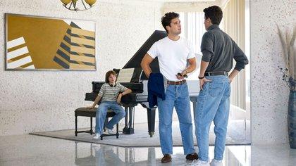 Una escena de la segunda temporada de Luis Miguel, la serie, que muestra al cantante en su edad madura
