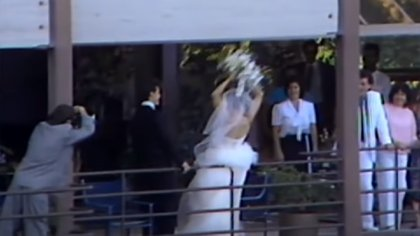Madonna arrojó el ramo de novia desde uno de los balcones de la mansión