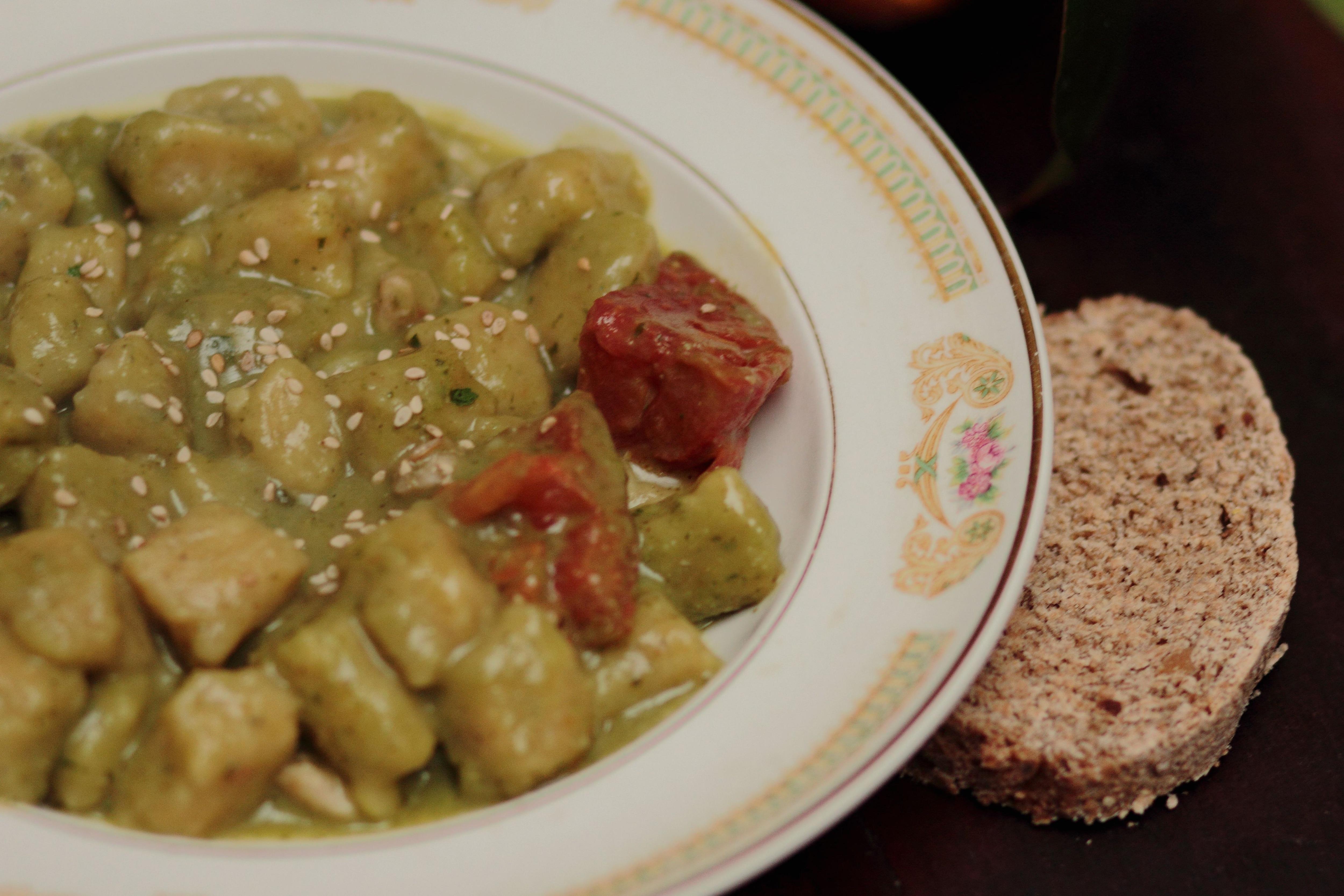 Ñoquis de batata con pesto de rúcula, uno de los platos estrellas del restó vegano a puertas cerradas