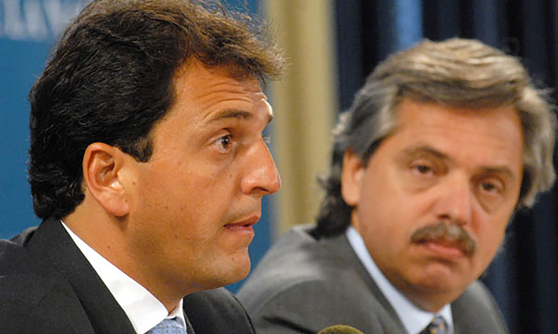 Con Sergio Massa, líder del Frente Renovador compartió funciones en el Gobierno de Néstor Kirchner desde 2002 hasta 2007, cuando Massa ganó la intendencia de Tigre. Después, lo reemplazó en la Jefatura de Gabinete.