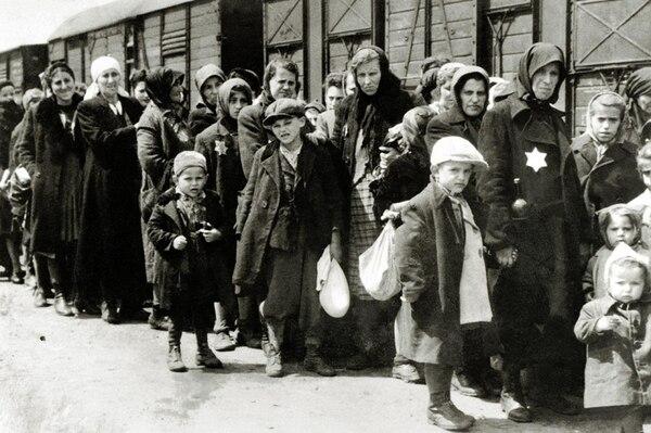 Judíos llevados a campos de concentración: diariamente partían trenes con2.500 a 3.000 personas hacinadas en los vagones de carga