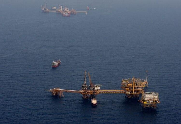 Plataforma Ku Maloob Zaap operada por la petrolera Pemex en el noreste de la zona de exploración y producción de la estatal en la bahía de Campeche (Fotos: REUTERS/Víctor Ruiz García)