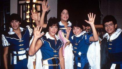 Así lucía Ricky Martin con sus compañeros de Menudo en Nueva York, en 1984 (Foto: Shutterstock)