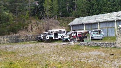 Vehículos saqueados y destruidos por elementos antisociales