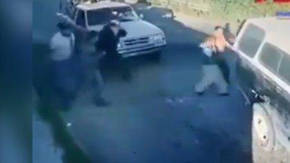 Tres sujetos armados levantaron a los pasajeros de dos camionetas en el Libramiento Tecamachalco, Puebla (Foto: Twitter)