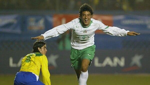 Carlos Vela, quien seguramente será titular ante Brasil, festeja su gol en la final del 2005