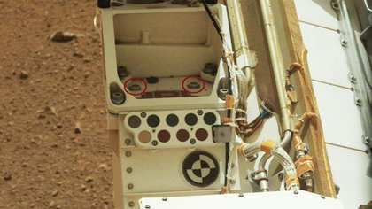 Doschips similares a los de la Mars Rover 2020 es fotografiado en Marte en 2013 a bordo del robot Curiosity