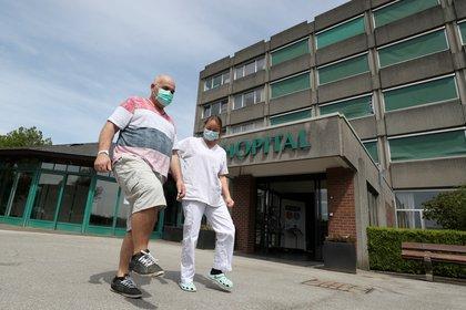 Son los pacientes que han sobrevivido a sus infecciones por COVID-19 pero se sienten muy lejos de la normalidad (REUTERS)
