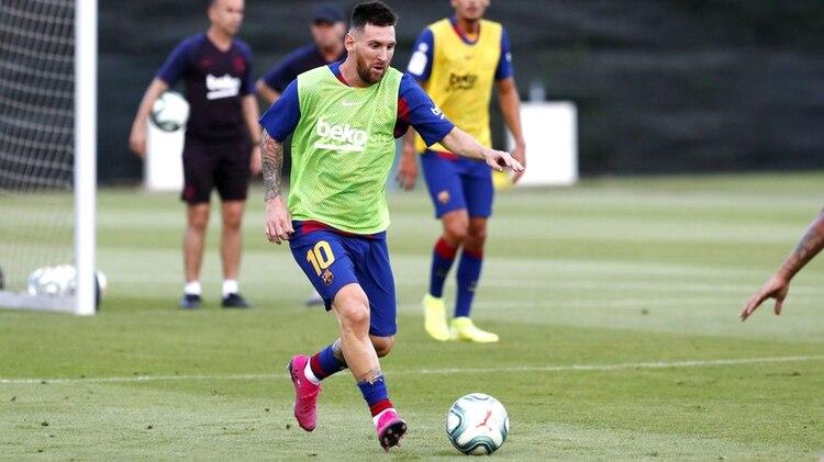 Con un nuevo look, Lionel Messi se apunta para el partido con Betis en el Camp Nou (@FCBarcelona_es)