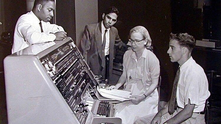 Resultado de imagen para Grace Murray Hopper — Lenguaje Cobol de programación