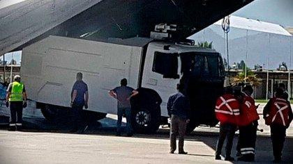 Llegada a Chile de nuevos carros lanzaaguas de Carabineros de Chile