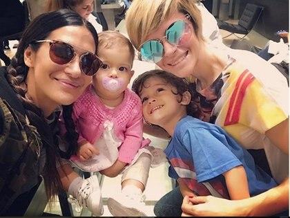 Las bailarinas junto a Benicio y Joaquina, los hijos de Vanina