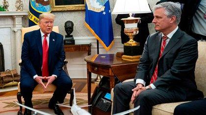 Robert O'Brien, junto al mandatario Donald Trump (Shutterstock/archivo)