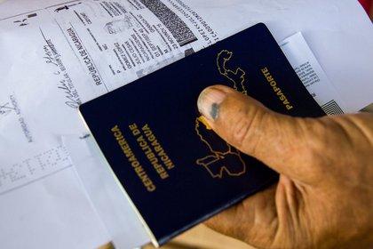 Empresas tecnológicas plantean que el pasaporte sea digital y sea un complemento del pasaporte que emite cada nación (Foto: EFE/Jorge Torres/Archivo).