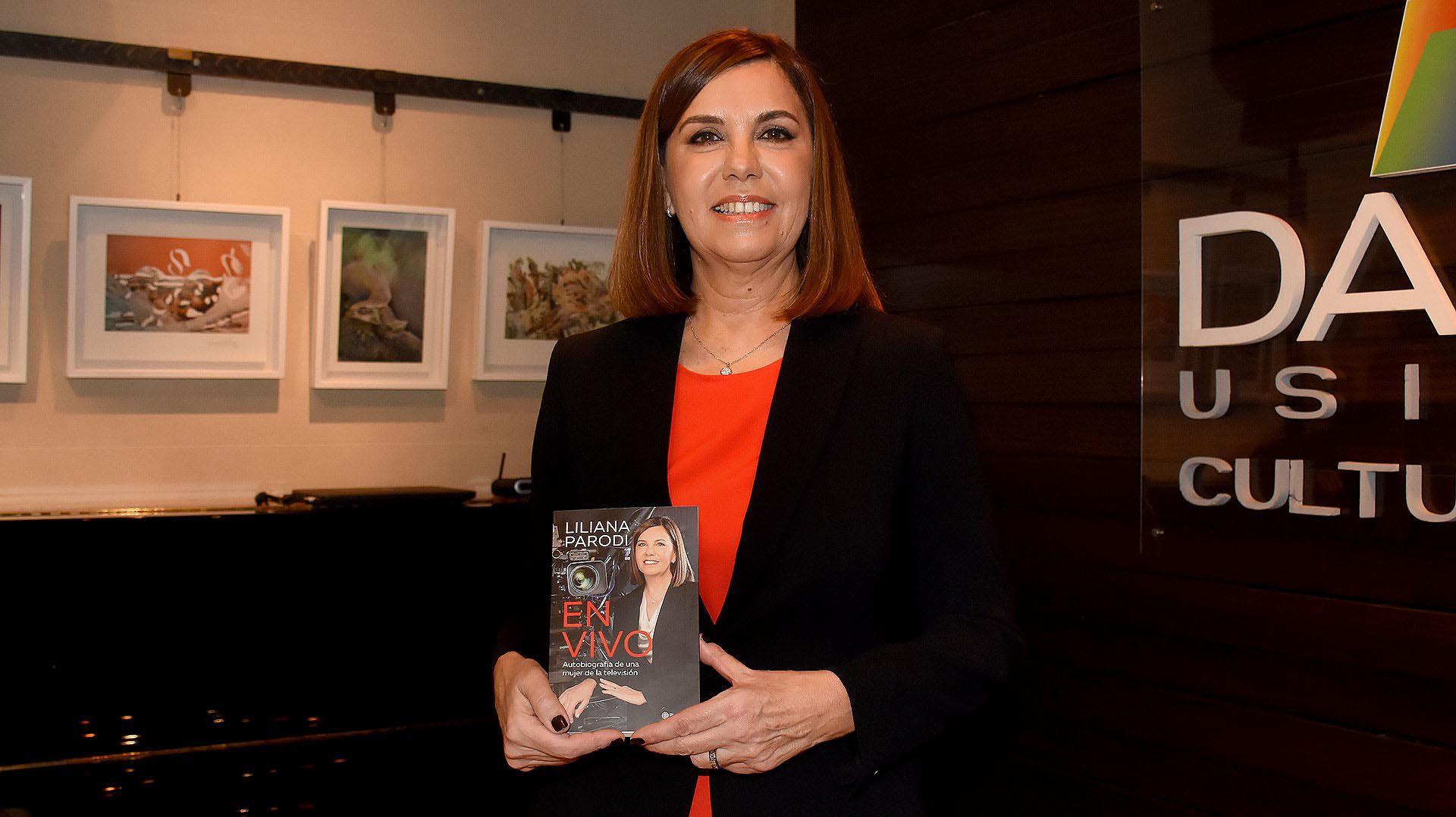 """Liliana Parodi presentó """"En vivo. Autobiografía de una mujer de la televisión"""" (Nicolás Stulberg)"""