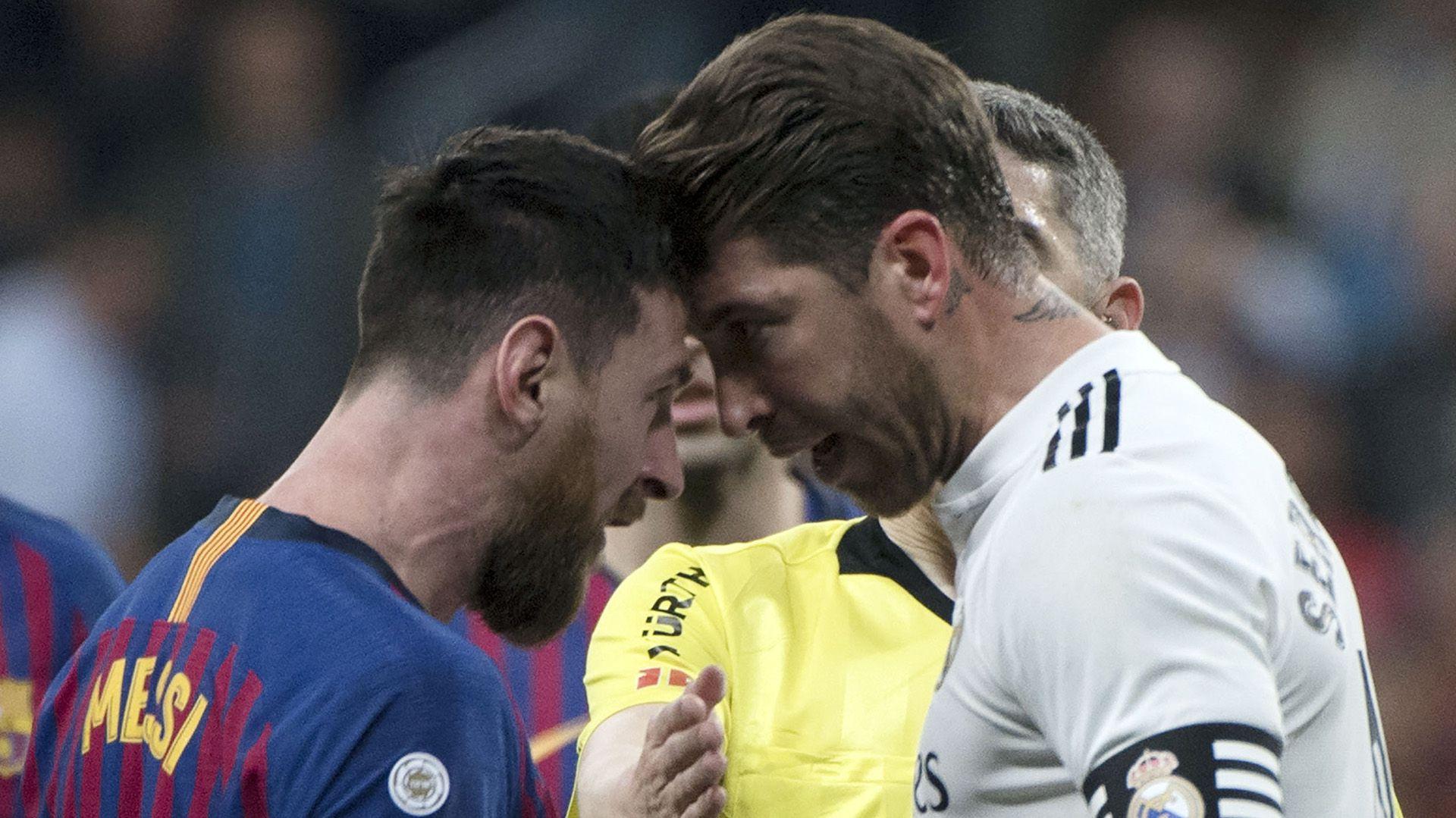 Messi y Ramos, frente a frente en un clásico de 2019 (CURTO DE LA TORRE / AFP)