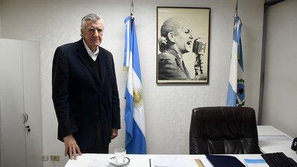 El sanjuanino José Luis Gioja en su oficina del PJ (Nicolás Stulberg)
