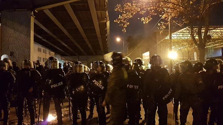La policía también usó camiones hidrantes (Twitter)
