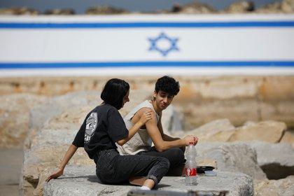 Dos jóvenes en Jaffa (Reuters)