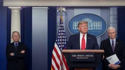 Fauci, Trump y Pence, durante una conferencia de prensa REUTERS/Jonathan Ernst