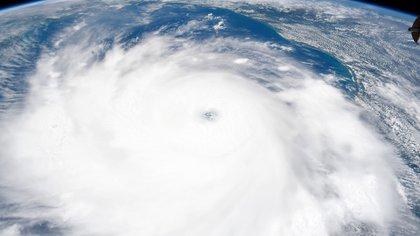 El huracán Laura, visto desde el espacio (NASA)