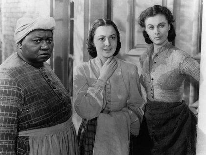 "Hattie McDaniel, Olivia de Havilland y Vivien Leigh en ""Gone with the Wind"""