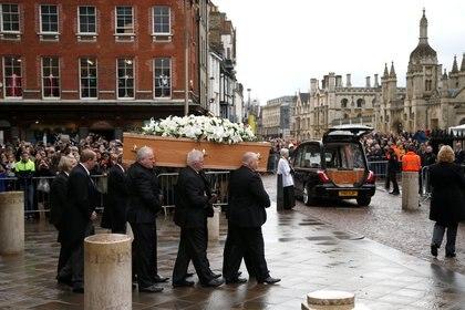 Las calles de Cambridge colmadas para brindar el último adiós
