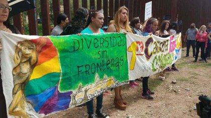 Miembros de la comunidad LGBTTTI en una caravana migrante (Foto: Archivo)