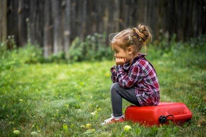 Mujeres embarazadas que viven cerca de los campos fumigados con pesticidas (dentro de 1.5 km) tienen mayor riesgo de que sus hijos desarrollen autismo (iStock)