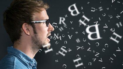 La tartamudez es una alteración en la fluidez del habla que afecta la comunicación de quien la presenta (Shutterstock)