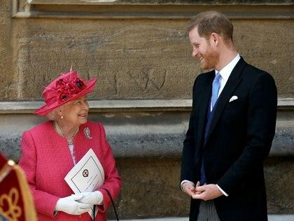 El príncipe Harry consiguió trabajo en Netflix gracias a la reina Isabel II (Reuters)