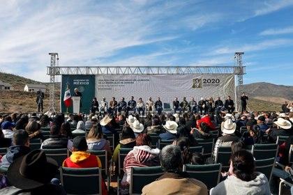 El presidente Andrés Manuel López Obrador visitó la comunidad mormona México-Americana en La Mora, Sonora, el 12 de enero (Foto: Reuters/Carlos Jasso)