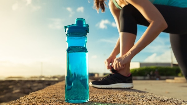 Resulta fundamental una buena hidratación antes, durante y después de hacer ejercicio (Getty)