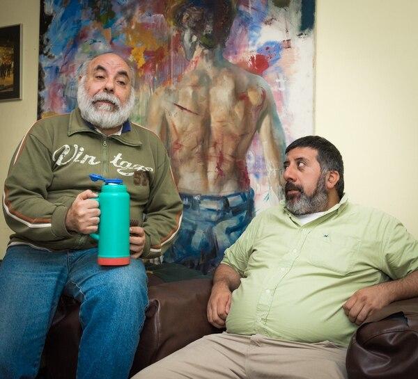 De fondo, un cuadro que hizo para ellos el artista Pablo Giordano (Martín Rosenzveig)