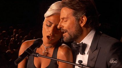Lady Gaga y Bradley Cooper en el momento más comentado de la entrega de los Premios Oscar 2019 (TNT/ABC)