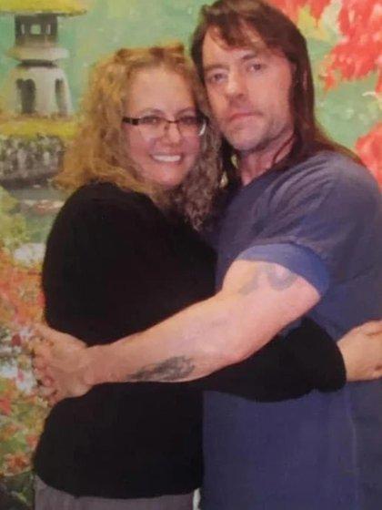 Kenso y su actual novia, Paula Randolph, en la cárcel (facebook)