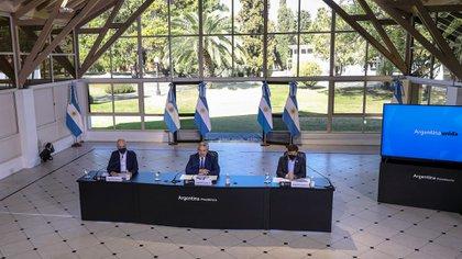 Alberto Fernández, Horacio Rodríguez Larreta y Axel Kicillof en uno de los anuncios de extensión de la cuarentena (Foto: Télam)