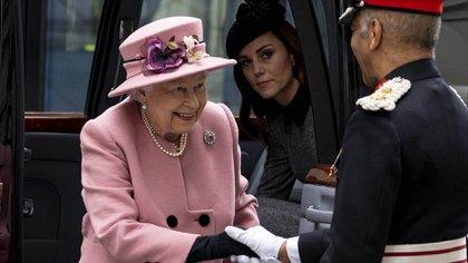 La prensa inglesa asegura que Kate Middleton es la favorita de Isabel II
