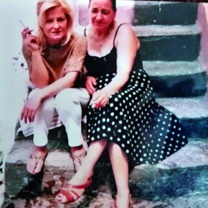 Marcela Basteri junto a su tía, Adua (Del libro